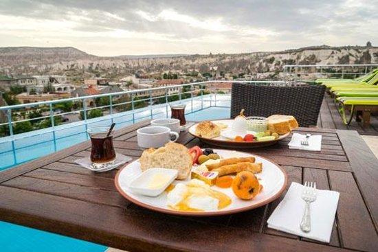 Doors Of Cappadocia Hotel: Breakfast on the terrace