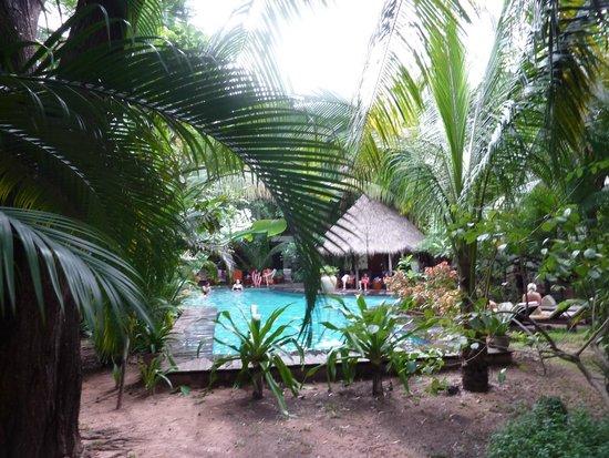 Mysteres d'Angkor Siem Reap Lodge: Piscine/Jardin