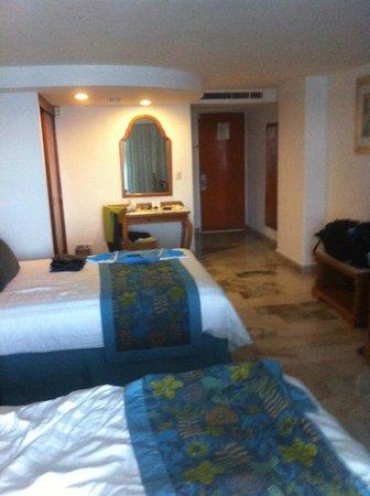 Emporio Acapulco Hotel: 7th Floor double bed room