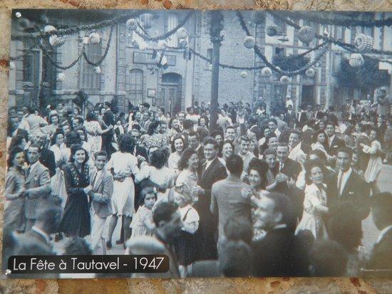 L'Ile aux Mimosas: Bal face à la Mairie de Tautavel en 1947