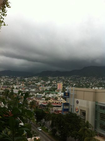 Emporio Acapulco Hotel: View from outside room door on 7th floor balcony