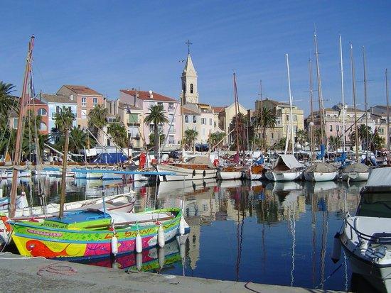 View of the port of sanary and eglise saint nazaire - Office du tourisme de sanary sur mer ...