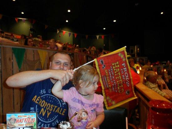 Hatfield & McCoy Dinner Show : Go Hatfields!