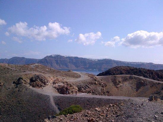Santorini Volcano: Uno dei vari crateri