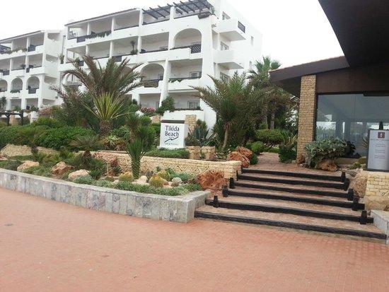 Hotel Riu Tikida Beach: Отель (вид с пляжа)