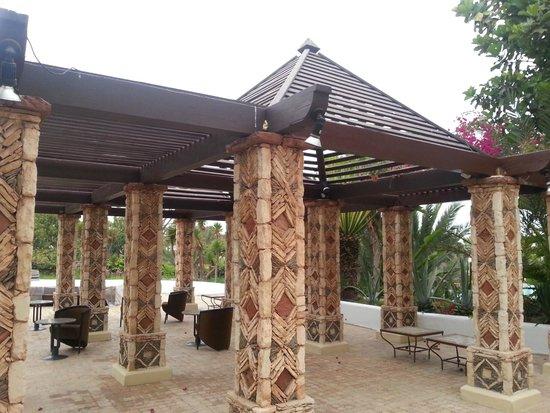 Hotel Riu Tikida Beach: Беседка на территории отеля