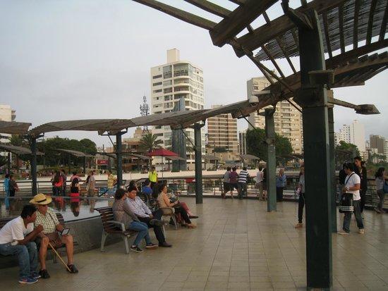 JW Marriott Hotel Lima: Ocean front boardwalk outside the JW Marriott Hotel