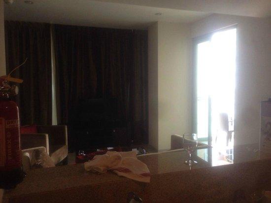 Ramada Downtown Dubai: гостиная
