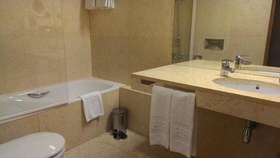 HF Fenix Urban : bathroom