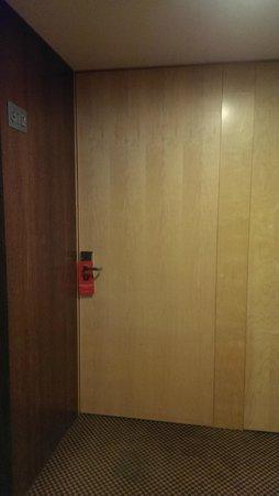 HF Fenix Urban: room door