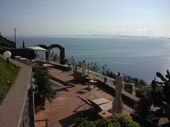 San Montano Resort & SPA: Ammirando il panorama!