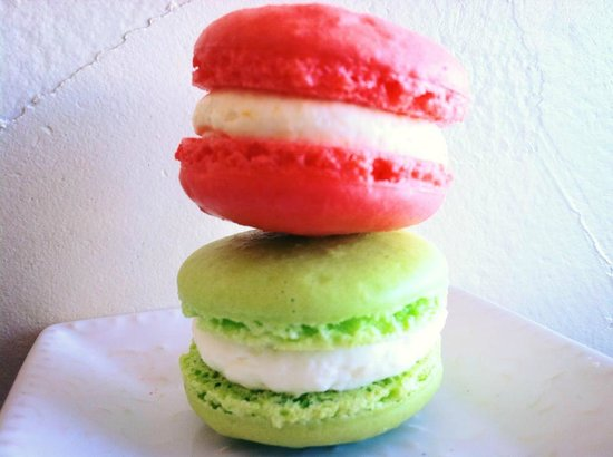 Sarah's Patisserie: Peach and key lime macarons