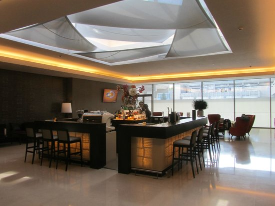 Ramada Plaza Bucharest Convention Center: Bar close to pool.