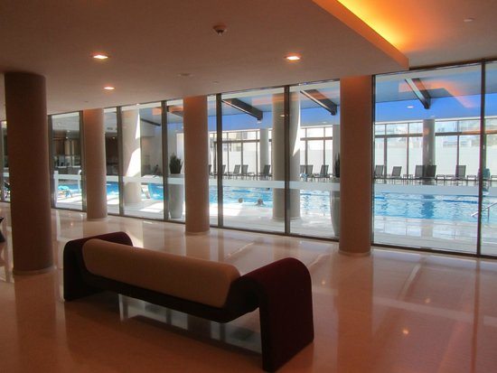 Ramada Plaza Bucharest Convention Center: Indoor pool