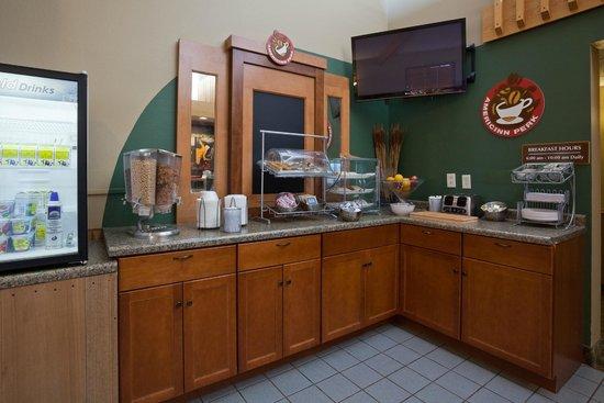 AmericInn Hotel & Suites Rice Lake: breakfast area