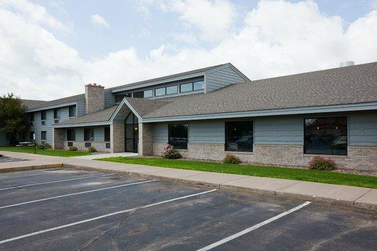 AmericInn Hotel & Suites Rice Lake: exterior
