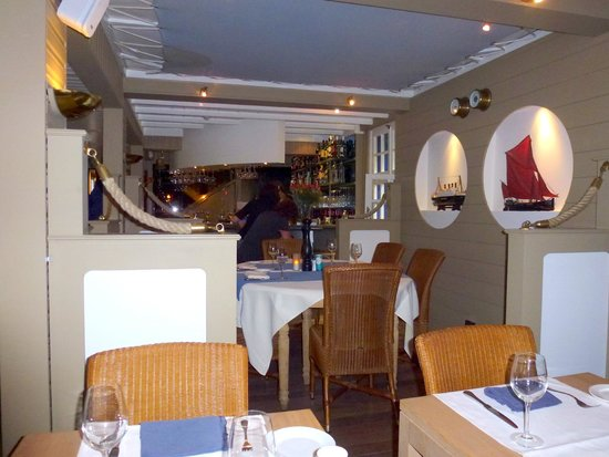De Barge Hotel : Restaurant looking through to the bar
