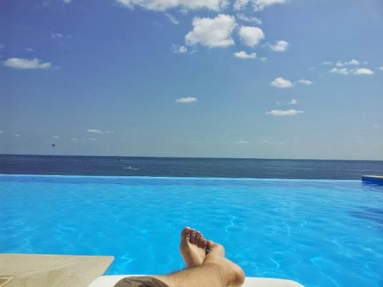 INTERNATIONAL Hotel Casino & Tower Suites : The endless pool is a small peace of eden