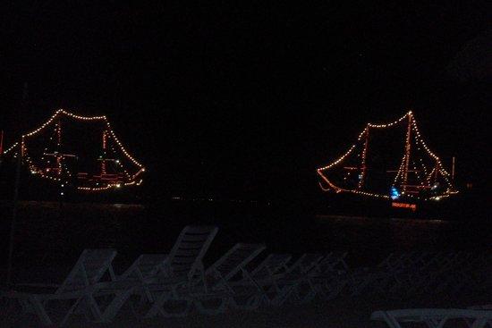 Oasis Palm: barco pirata