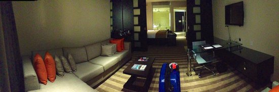 EB Hotel Miami Airport : Pano-photo from end of living room area of the suite towards bed, bath and door