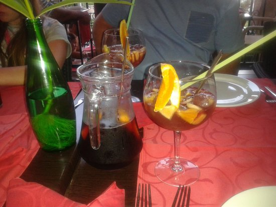 Friends Lounge Bar & Restaurant: sangria