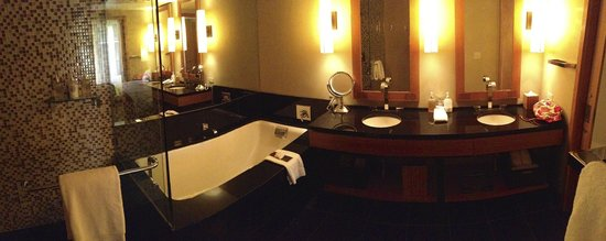 Viceroy Snowmass: Large tub with faucet on the side