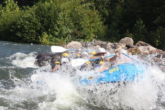 Wildwater Rafting - Ocoee : Hold On!!