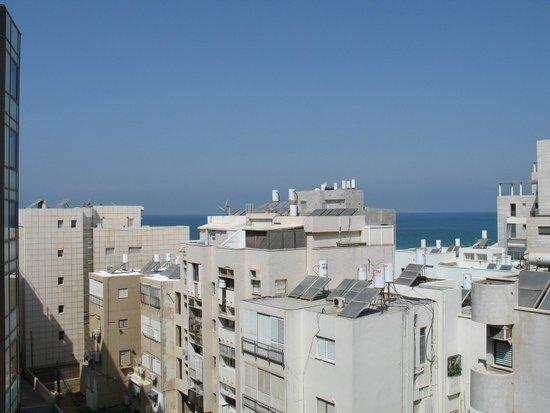 Alexander Tel-Aviv Hotel: Вид из окна недорогого полу люкса