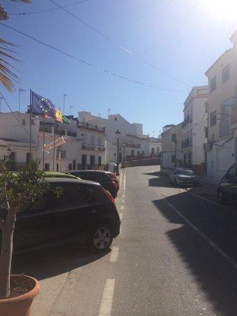 Hotel Playamaro: Inadequate parking #1