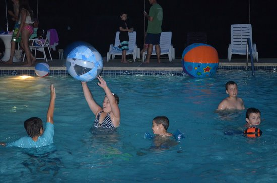 The Great Divide Campground: Friday night pool party!