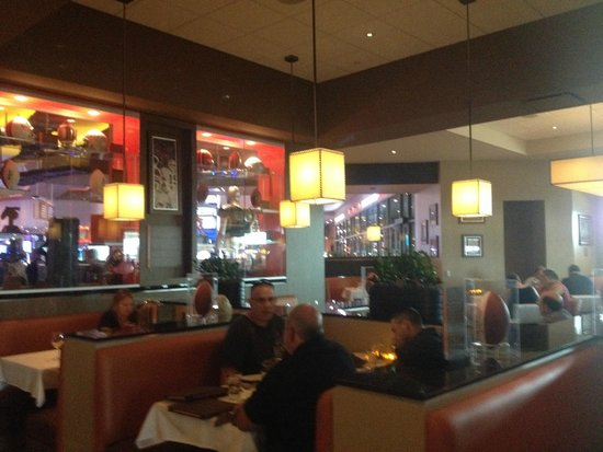 Kosar's Wood-Fired Grill: Dining atmosphere
