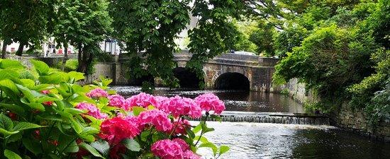 Mangos Restaurant: Bridge on the river