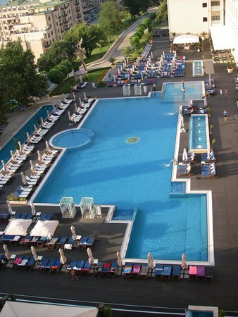 Melia Grand Hermitage: 7 утра, полотенца уже у бассейна