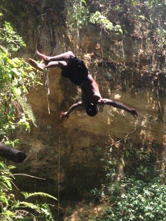 Peat Taylor Tours: Blue Hole - Amazing Jump