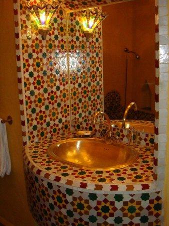 Riad Les Clefs Du Sud: Baño de la habitación