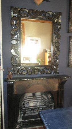 De Companjie: Rustic Mirror