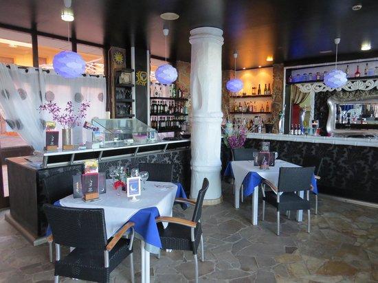 Luna Blue Lounge Bar: Inside Luna Blue