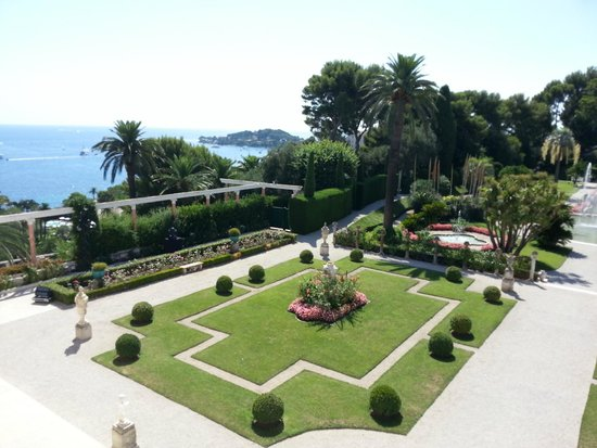 Outside view picture of villa jardins ephrussi de for Villa jardins ephrussi de rothschild