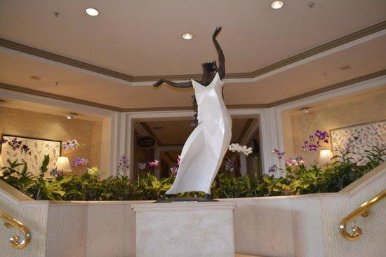 Grand Wailea - A Waldorf Astoria Resort: Inside hotel