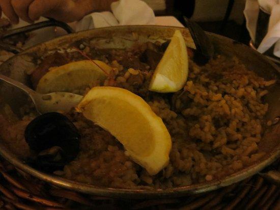 Les Quinze Nits: mixed paella
