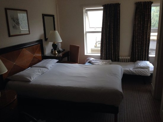 Britannia Hotel Bournemouth: Family room - disgusting very small and thine extra bed