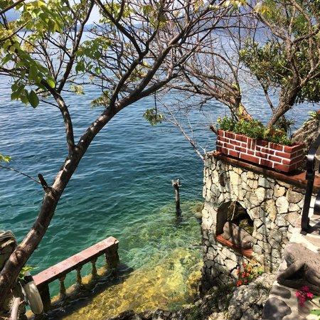 La Casa del Mundo Hotel : Beautiful lake