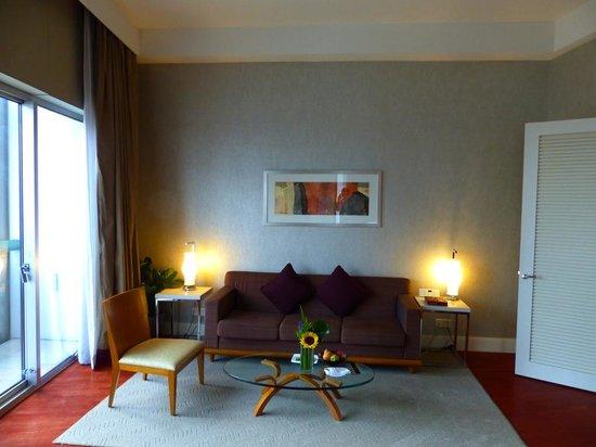 Fairmont Singapore: Livingroom