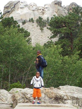 Mount Rushmore National Memorial : Walking the presidential trail