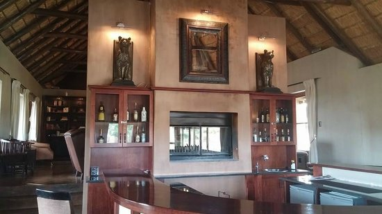 Hlosi Game Lodge: Bar Area