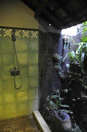 Omah Apik: Salle de bain