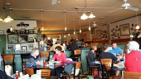 Grasse's Grill: interior