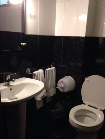 Residencial Girassol : salle de bain très propre