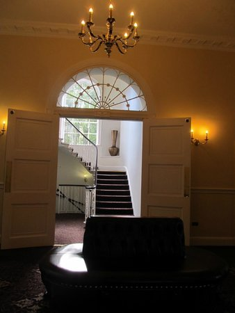 Bailbrook House Hotel: Lobby