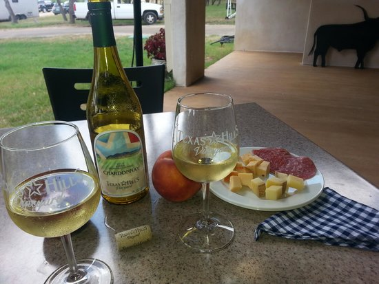 Texas Hill Country Wineries: Wine and cheese on patio